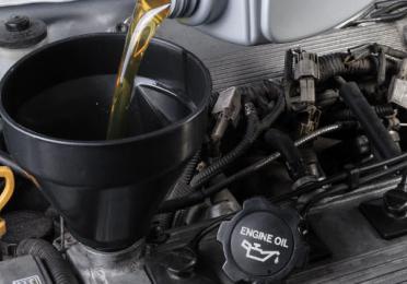 Seguí paso a paso las instrucciones para hacer el cambio de aceite de motor en tu auto.
