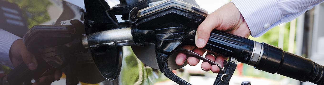 A continuación te presentamos algunos tips para reducir el consumo de nafta de tu auto o moto.