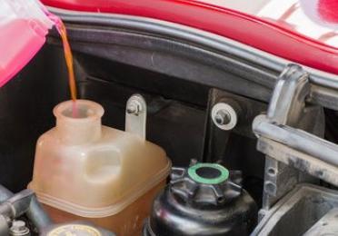 Usá refrigerantes y anticongelantes en tu auto